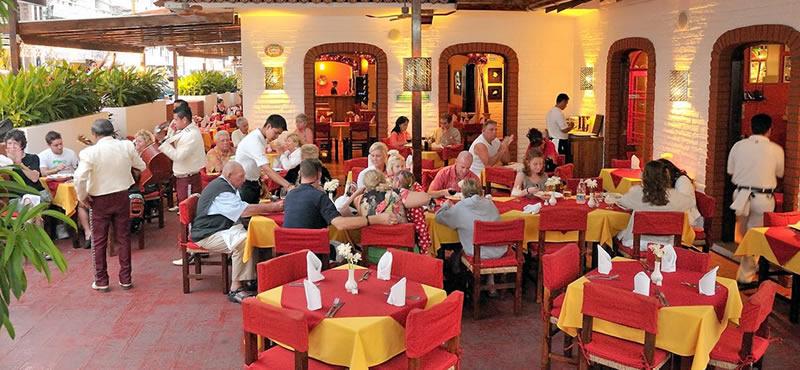 La Piazzetta gay bar Puerto Vallarta