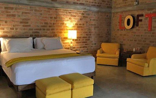 Pinata Gay Hotel PV